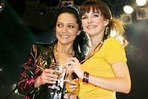 Před časem pokřtila Lucie Bílá CD své kolegyně Evy Farné, v Liberci si role vymění.