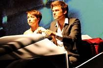 V BLÁZNIVÉM PETŘÍČKOVI hrají Vojtěch Dyk a Tatiana Vilhelmová.