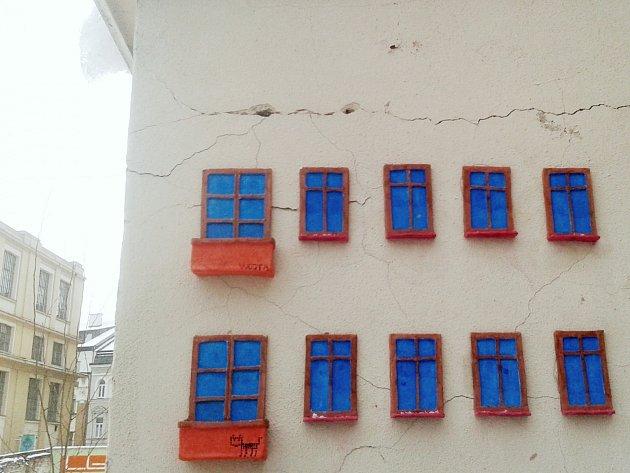 Street art zdobí Moskevskou.
