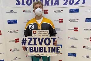 S RESPIRÁTOREM NA OBLIČEJI. Jakub Bursa na Velké ceně Slovenska.