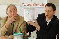 Patron letošního ročníku herec Jiří Lábus s ředitelem nadace Alešem Rozkovcem.
