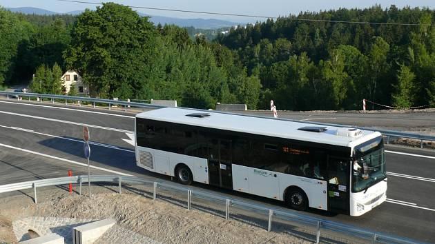 Kvůli nedokončené vozovce nejezdí autobus do zastávky Nad Lukášovem.