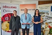 Zlatou medaili dostal profesor Jaroslav Beran z Technické univerzity v Liberci, který vytvořil nový laboratorní stroj na výrobu nanovláken pro potřeby roušek a filtrů v Libereckém kraji.