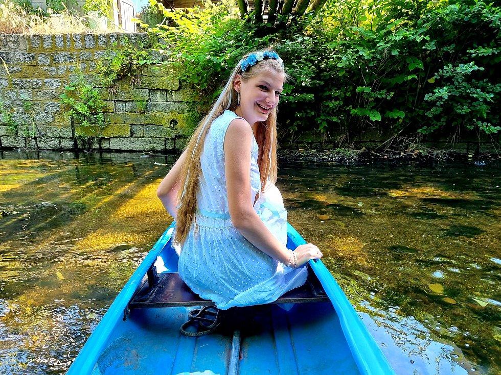Víla Nisa vyplula na svou cestu do Trojzemí.