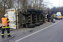 Nehoda polského kamionu mezi Grabštejnem a Chotyní uzavřela silnici.
