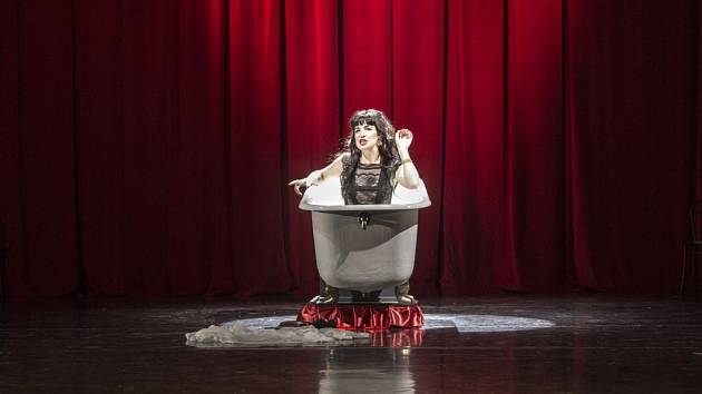 """V Divadle F. X. Šaldy v Liberci uvádí slavnou """"měšťanskou truchlohru"""" Friedricha Schillera Úklady a láska. Premiéra byla 15. června."""