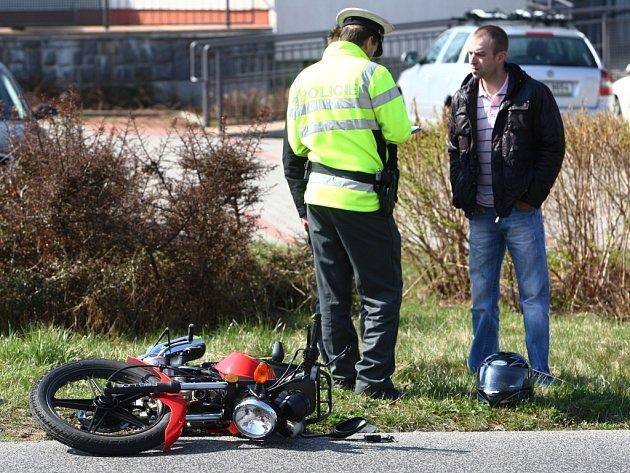 Nehoda motorkáře v Liberci.