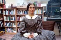 Božena Němcová v podání Markéty Ježkové včera vítala návštěvníky Knihkupectví a antikvariátu Fryč v Liberci