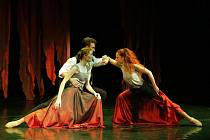 Tři baletní kompozice, tři hudební skladatelé, tedy tři názvy má nová inscenace libereckého divadla – Maškaráda, Čarodějná láska, Špásování.