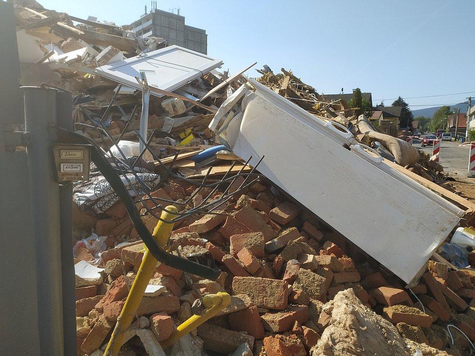 Dům na Františkově zbourali hasiči