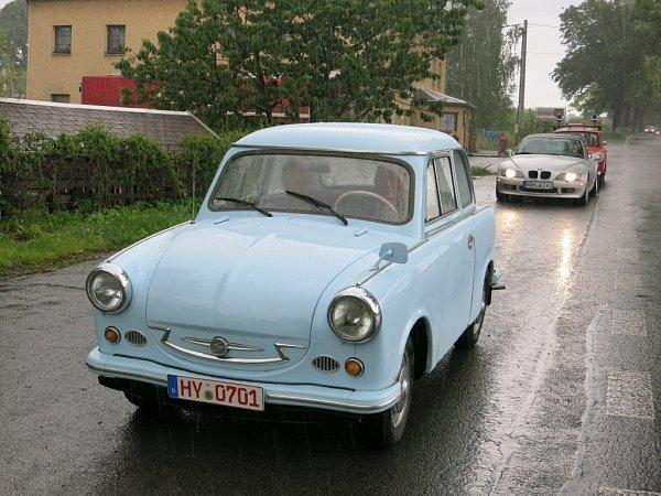 Do kraje se sjeli milovníci Trabantů. Přijeli podpořit budoucí Technické muzeum. Na snímku nejstarší účastník cesty vůz Trabant 500zroku 1960.