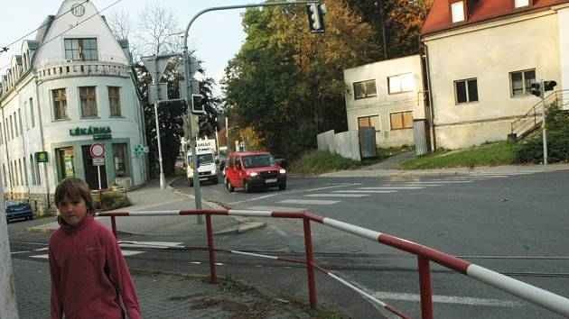 KŘIŽOVATKA. Křížení ulic Tanvaldské a Rochllické by mělo dostat podle  vedení  městského obvodu Vratislavice nový ráz.