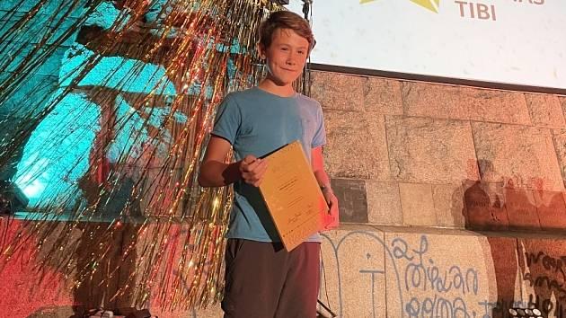 Štěpán Mašík, žák osmé třídy ZŠ Lesní v Liberci, byl nominován na cenu Gratias Tibi. Vyhrál kategorii základních škol.