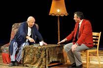 VSTUPTE! V hlavních rolích v komedii Neila Simona se představí Petr Nárožný, Ladislav Mrkvička, Jan Čenský a Libuše Švormová. Jde o první divadelní představení na letošním Sedmihorského létě.
