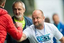 Trenér Slovanu Pavel Hoftych se raduje se svým realizačním týmem po vstřelené brance.