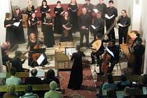 Společný koncert pěveckého sboru Cum decore a hudebního tělesa Hipocondria ensemble, který proběhl v sobotu večer v kostele sv. Vincence z Paoli, řídila Anna Konvalinková.