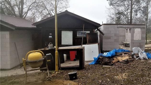 Rekonstrukci pánských a dámských sociálek, včetně nového skladu lůžkovin, chce město dokončit na jaře.