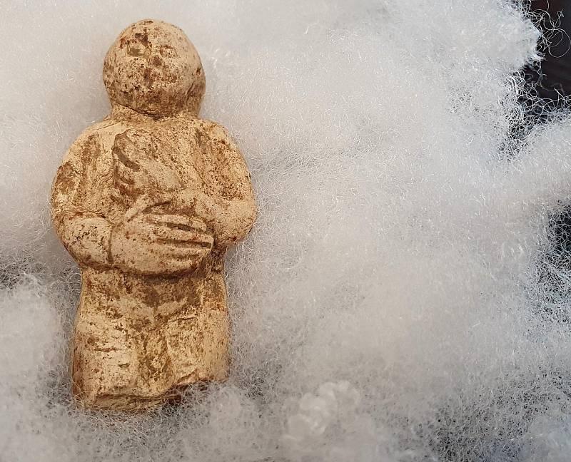 Stáří nalezené sošky odhadují odborníci na 600 let.