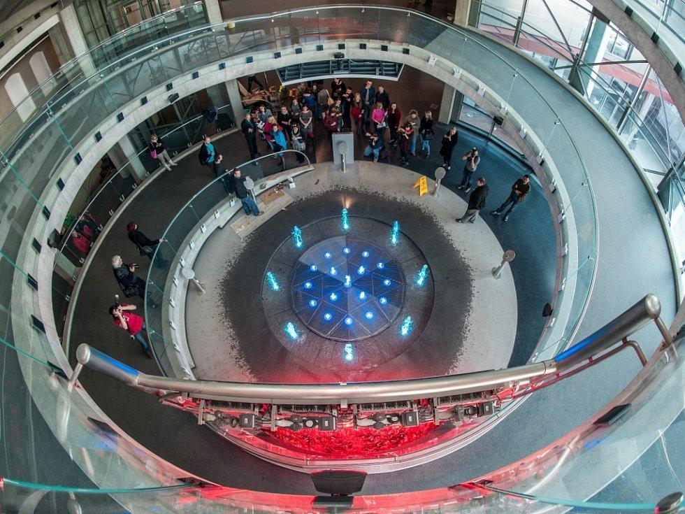 V libereckém science centru s planetáriem finišují přípravy na otevření. Návštěvníky čeká na 400 interaktivních exponátů.