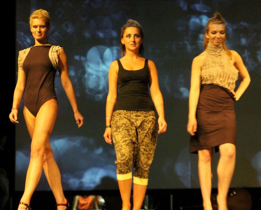 Fashion show Romana Kicukisová: Kávové snění na DrinkARTu ve vratislavických Desítkách