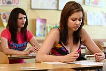 ZKOUŠKU DOSPĚLOSTI ve středu skládali studenti také na libereckém Gymnáziu F. X. Šaldy. Maturuje tu 113 žáků.