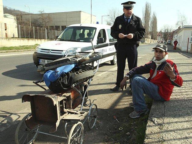 KRADOU KOVY. Od začátku května v Libereckém kraji zaznamenali policisté již několik případů. Drzounům je jedno, jestli řádí ve dne nebo v noci. Kradené věci pak končí ve sběrných dvorech.
