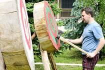 V areálu lesnického učiliště v Hejnicích se uskutečnil v sobotu Lesnický den. Součástí programu byla také soutěž v řezání motorovou pilou.
