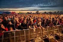 Od pátku do soboty zní na libereckém letišti skladby předních českých i slovenských hudebníků. Tisíce návštěvníků, jejichž počet rok od roku roste, se tak v pátek mohly zaposlouchat například do písniček Pražského výběru, Mig 21, Horkýže Slíže (foto) nebo