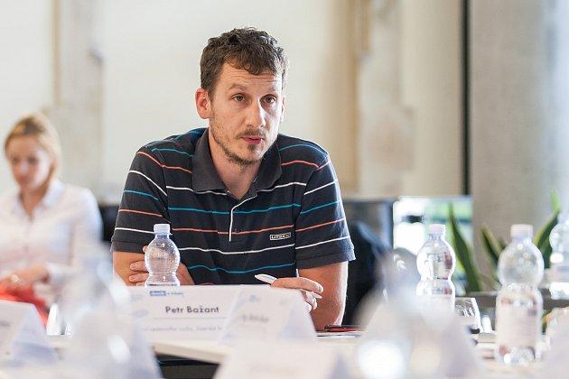 Moderovaná diskuze na téma 'Turistická sezóna vLibereckém kraji' proběhla 24.května vOblastní galerii Liberec za účasti hejtmana Libereckého kraje Martina Půty a dalších hostů. Na snímku je Petr Bažant.