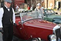 SPORTOVNÍ JÍZDA VLASTY BURIANA má za sebou první ročník. Zúčastnila se ho i liberecká posádka Jaroslav Buriánek a Hana Pešková s vozem britské výroby  Morris 8 tourer z roku 1936.  Zvláštní cenu, repliku auta Vlasty Buriana si do Prahy odvezl Attilio Škvo