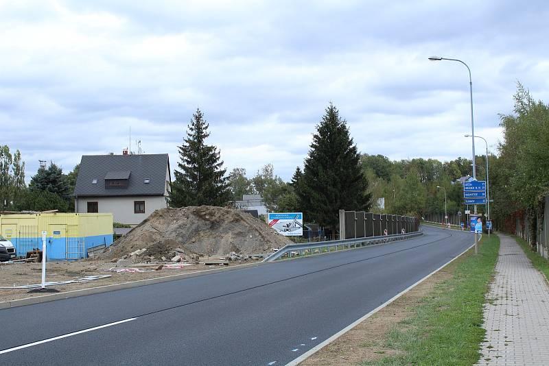 Mezi červencem a říjnem probíhá v Liberci rekonstrukce frekventované ulice České mládeže. Na snímku stav z 2. října 2018, týden před dokončením.