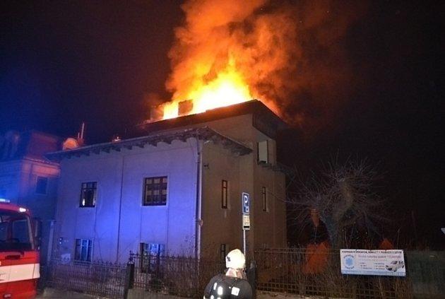 Požár vLázeňské ulici.