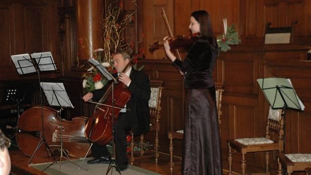 Za zvuků smyčců Basistovy dobré společnosti a barokní hudby vstoupil Liberec do třetího postního týdne adventního v očekávání svátků narození spasitele Ježíše Krista.