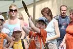 U Hrádku nad Nisou na Kristýně si pořadatelé připravili pro děti pochod indiánskou stezkou s plněním různých her a úkolů, 2008.