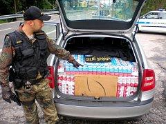 TAKHLE TAKÉ MŮŽE VYPADAT převoz cigaret. V posledních dnech ale šlo o drobné záchyty. Nejvíc celníci objevili patnáct kartonů. Nadlimitní množství se přitom musí proclít.
