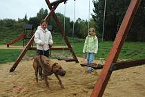NOVÁ MOŽNOST VYŽITÍ. Chrastavské děti mohou ke svým hrám využívat zbrusu nové dětské hřiště, které nechalo město Chrastava vybudovat na Střeleckém vrchu.