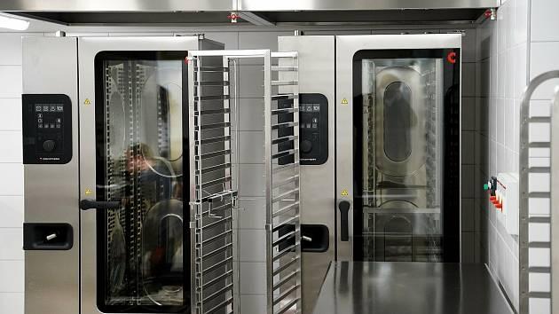 Rozsáhlá rekonstrukce školní kuchyně a jídelny Základní školy Husova se chýlí ke konci.
