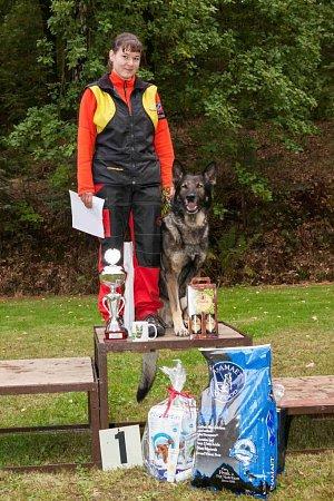 Na stupně vítězů vystoupala Petra Stehlíková sněmeckým ovčákem Gasprem Salivenem, kteří se stali absolutními vítězi.