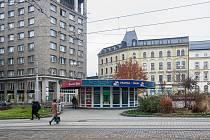 Trafika na Soukenném náměstí v Liberci. Snímek je z 9. listopadu.