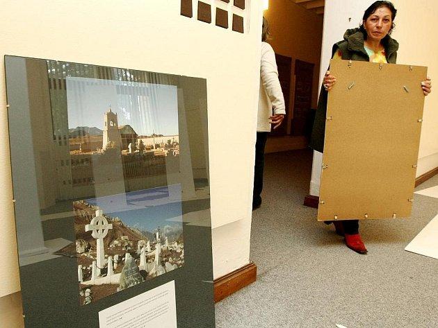 Instalaci nové výstavy ještě včera ráno v Severočeském muzeu dokončovali.