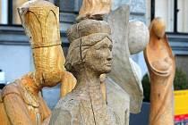 TŘI ROKY VZNIKAL BETLÉM. Liberecký řezbářský betlém, který vznikal na třech ročnících Sympozia výtvarných umělců, mohou vidět návštěvníci na nádvoří radnice.
