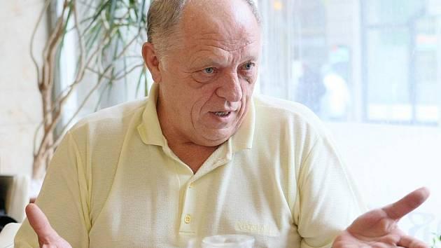 Gynekolog MUDr. František Kárník.