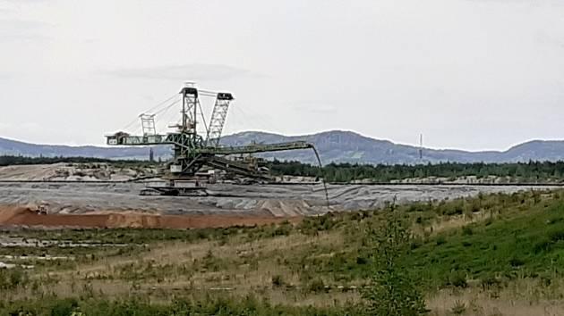 Stroje a práce v hnědouhelném dole Turów se nezastavily ani potom, co Evropský soudní dvůr přikázal těžbu okamžitě zastavit.