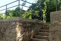 Opravené schodiště.