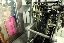 V rámci Dnů evropského dědictví navštívíli lidé některé prostory radnice, Liebigovy vily, kostelů a dalších památek. Na snímku stroj radničních hodin.