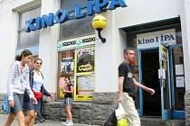 Otevřené dveře do libereckého kina Lípa zůstanou možná jen do posledního dne tohoto roku. Pokud se nepodaří najít nového nájemce, provoz v kině skončí.
