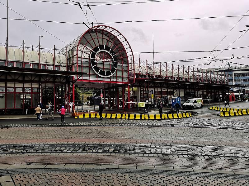 Terminál městské hromadné dopravy v ulici Fügnerova.