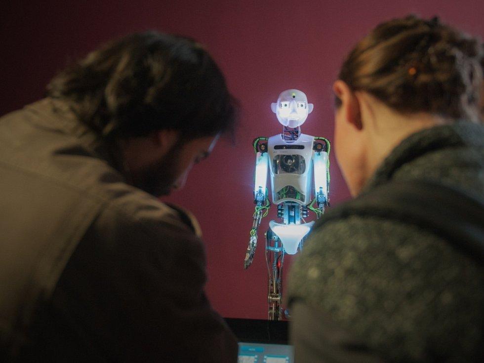 V libereckém science centru s planetáriem finišují přípravy na otevření. Návštěvníky čeká na 400 interaktivních exponátů. Na snímku humanoidní robot, jediný v České republice.