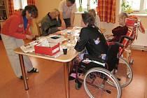Ilustrační. Stáří, nemoc, hospic, péče, invalida.