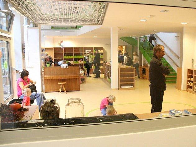 ŠKATULKA. Školku pro děti svých zaměstnanců otevřela první školní den Technická univerzita v Liberci. (TUL) Navštěvuje jí 48 děti.